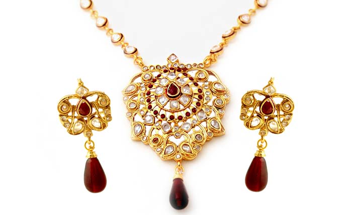 Kundan and Polki with crimson crystals