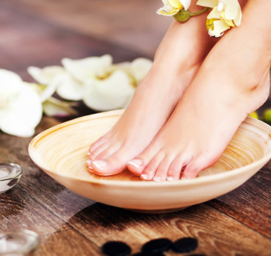 Rs 599 for beauty services @ Grace Lounge